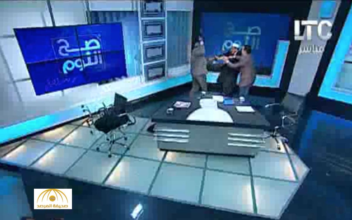"""فيديو : خلاف على حجاب المرأة يحول برنامج """"ديني"""" إلى  حلبة مصارعة"""