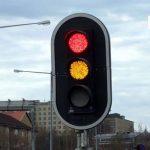 المرور: تجاوز الإشارة الصفراء مخالفة مرورية والغرامة تصل لــ900 ريال