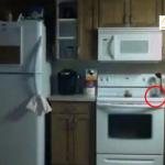 بالفيديو: شبح يثير فوضى داخل مطبخ عائلة  أمريكية