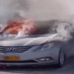 بالفيديو: عماني يوثق احتراق سيارة ويسأل صاحبها: ما هو شعورك؟!!