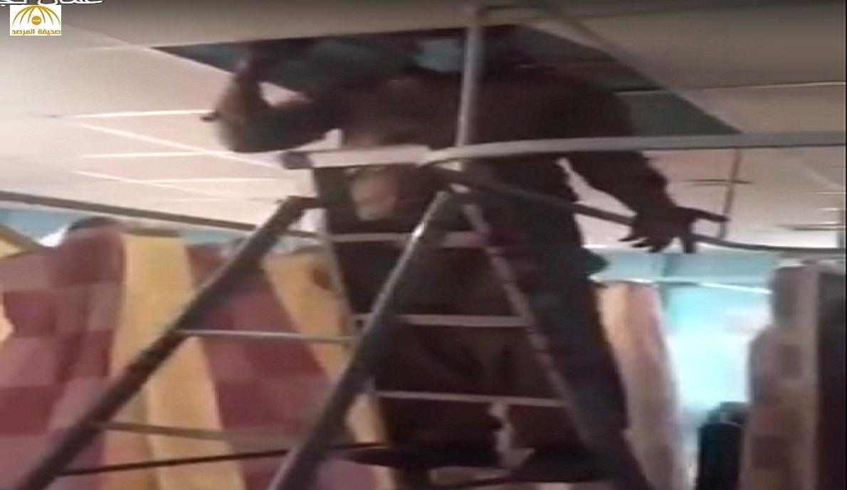بالفيديو: مواطن يوثق استمرار أعمال الصيانة في قسم النساء بمستشفى حائل رغم وجود المرضى!