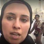 بالفيديو..صحفية مسلمة تنقل عبر أشهر صحيفة في العالم أحداث الحج مباشرة من مكة