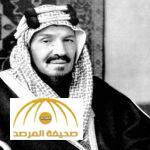 """شاهد أقدم صورة لـ""""الملك عبد العزيز"""" وهو يمتطي جوادًا بعد خروجه من المسجد الحرام"""