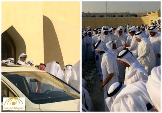 """بالصور : الشيخ تميم ووالده يؤديان صلاة الميت على أمير قطر السابق """"خليفة بن حمد"""""""