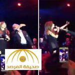 بالفيديو : نجيب ساويرس يرقص مع نانسي عجرم في ملهى ليلي