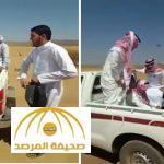 بالفيديو : شاهد .. معلمون تعطلت سياراتهم في الصحراء يُفنّدون ساعة خالد العرج
