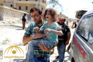 ATTENTION EDITORS - VISUAL COVERAGE OF SCENES OF INJURY OR DEATHA man carries a girl that survived double airstrikes on the rebel held Bab al-Nairab neighborhood of Aleppo, Syria, August 27, 2016. REUTERS/Abdalrhman Ismail