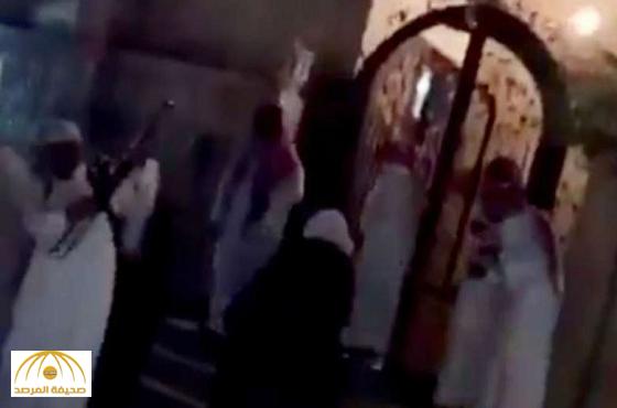"""""""شرطة القريات"""" تلقي القبض على صاحب مقطع إصابة العقال ونجاة العريس-فيديو"""