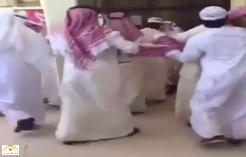بالفيديو: مضاربة دموية بين طلاب جامعة الكويت.. ومواقع التواصل تتفاعل