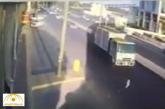 أقارب الطفلة التي اصطدمت بشاحنة مسرعة بحفر الباطن يكشفون تفاصيل جديدة!-صورة وفيديو