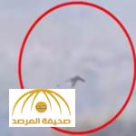 بالفيديو: طائر ضخم يشبه التنين يحلّق فوق جبال الصين