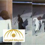 فيديو: مُلثَّم يهاجم امرأة سعودية في الطريق و ينتزع شنطتها و يلوذ بالفرار