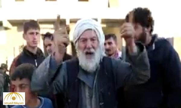 بالفيديو .. مسن سوري لـ السيسي : لو بتقبرنا ما راح نطلع من حلب وطائراتك على هالصرماية