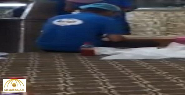 القبض على العامل صاحب مقطع النفخ في كيس الشطة بمحايل عسير – فيديو