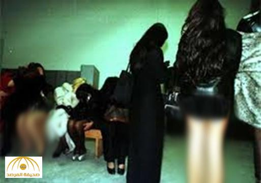 القبض على 4 فتيات و 4 شباب في استراحة بسكاكا