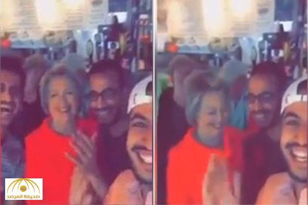 """بالفيديو: """"كلينتون"""" تشارك السعوديين فرحتهم على نغمات """"شيلة"""""""