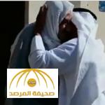 بالفيديو.. مواطن يلتقي بمعلمه في مصر بعد فراق دام 40 عاماً