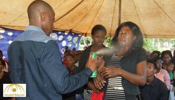بالصور: رجل أفريقي يستخدم مبيد حشري لعلاج المرضى!