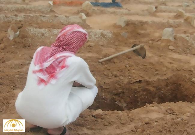 مواطن ينبش قبر خاله بعد يومين من الدفن في محافظة الرس..والسبب غريب!