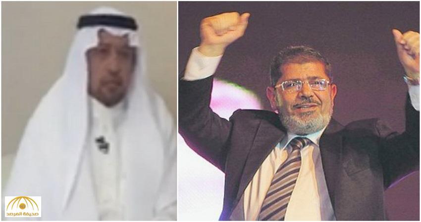 """بالفيديو: تفاصيل مثيرة عن حياة """"محمد مرسي"""" يرويها باحث سعودي كان زميله في أمريكا"""