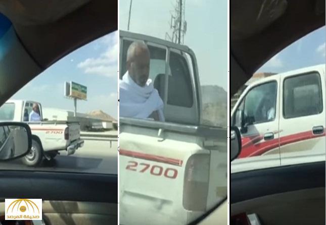 """بالفيديو: حارس الاتحاد السابق يركب في صندوق """"هايلوكس"""" وهو محرم .. والمغردون يستغربون"""