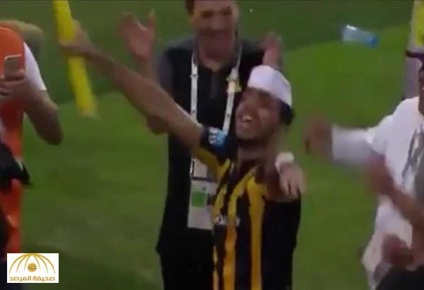"""بالفيديو : """"كهربا"""" يرقص بـ """"طاقية"""" مع جماهير الاتحاد احتفالا بالصدارة"""