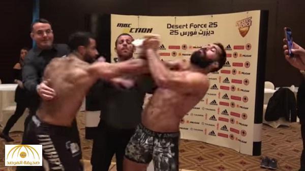 بالفيديو: اشتباك عنيف بين مصارع سعودي وآخر مصري قبل المباراة في «ديزرت فورس» !