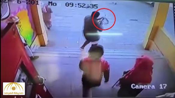 التعليم : الخلافات القبلية وراء مداهمة طالب لمدرسته بسلاح رشاش وإطلاق النار على أحد زملائه !