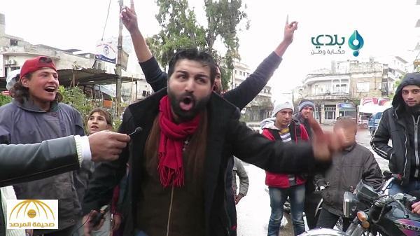 """بالفيديو : سوري يصرخ في وجه قادة الفصائل : """" أقسم بالله مصيركم جهنم """""""