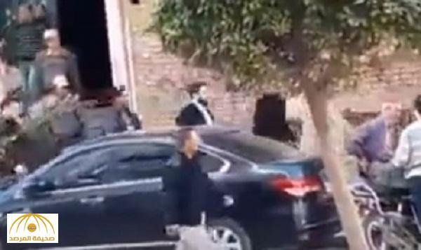 بالفيديو : لحظة القبض على نجل الرئيس المصري الأسبق محمد مرسي