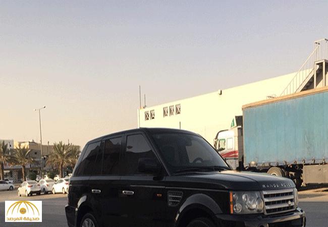 """استقل سيارة """"رنج روفر"""" واستغل تشابه اسمه مع عائلة ثرية بجدة.. يمني يحتال على سعوديين بطريقة مبتكرة !"""