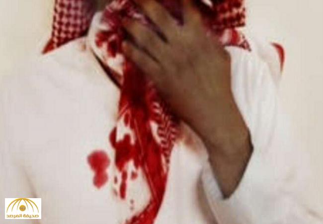"""طالب يتيم رفض عقاب """"البطة"""" فأفقده المرشد الطلابي وعيه.. وشقيقه يكشف ملابسات القضية!"""