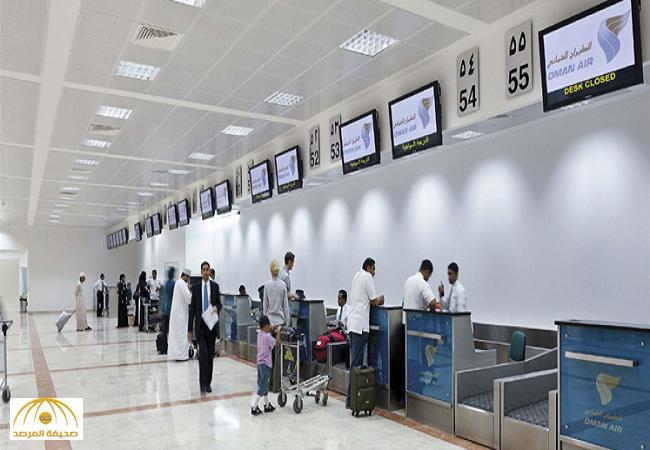 بالفيديو: ضبط موظف بمطار مسقط الدولي يتصفح صورًا لنساء مخلة أثناء عمله