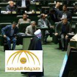 بالفيديو والصور .. روحاني يقطع كلمته بعد هتافات ضده في البرلمان الإيراني