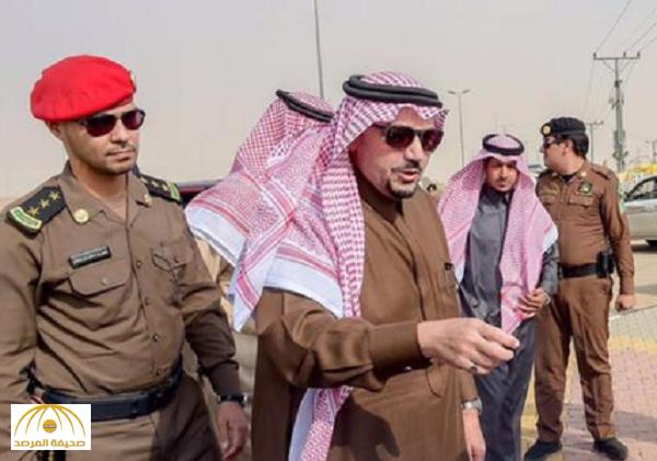 شاهد: ماذا فعل أمير القصيم مع شاب سعودي وجده يبيع الشاي خلال جولاته!