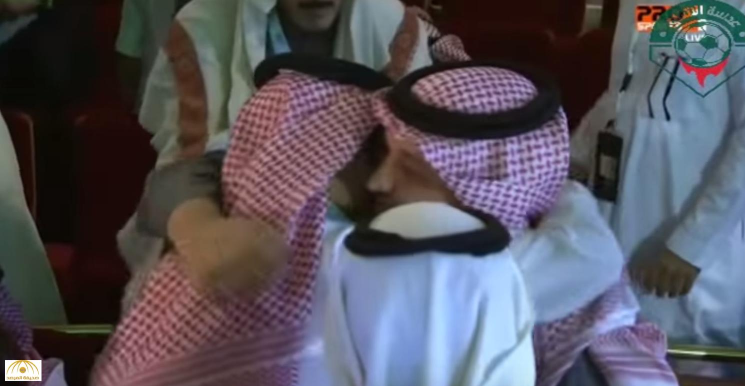 """بالفيديو.. أحضان وقبلات لـ """"عادل عزت"""" قبل إعلان فوزه رسميًا برئاسة اتحاد الكرة !"""