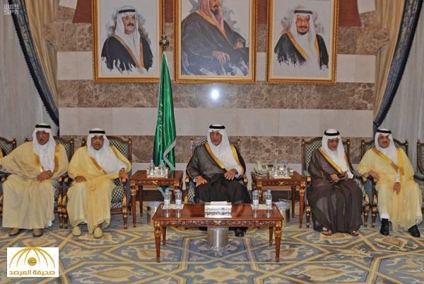 بالصور .. الأمير خالد الفيصل يستقبل المعزين في وفاة شقيقه