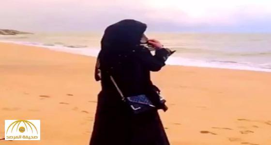 """خرج مع زوجته في نزهة بحرية .. فجاءهُ اتصال تسبب في طلاقهما .. أغرب انفصال على شاطئ """"القنفذة"""" !"""