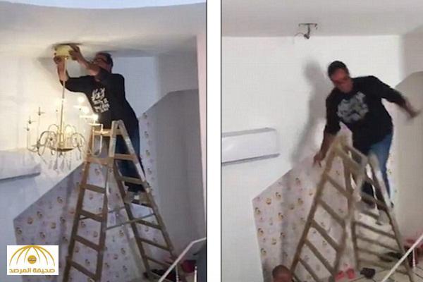 """بالفيديو : شاهد ما حدث لرجل حاول إصلاح """" ثريا """" معلقة بـ السقف"""