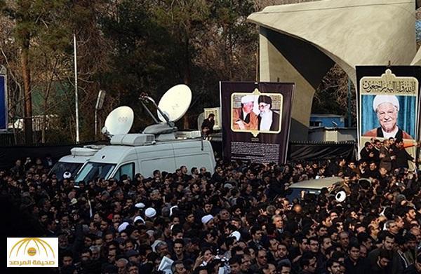 بالفيديو : تشييع رفسنجاني يتحول لهتافات ضد روسيا وسفارتها.. والتلفزيون الإيراني يقطع البث