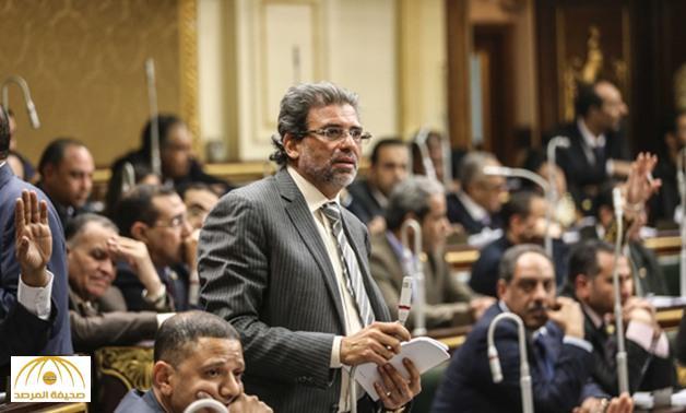 القبض على فنان مصري شهير وعضو بالبرلمان في مطار القاهرة بتهمة حيازة مخدرات