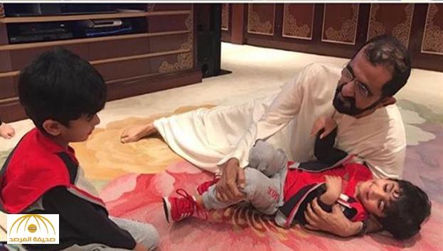 """بالصور : ناشطون يتداولون """"لقطات عفوية"""" لـ""""محمد بن راشد"""" بمنزله"""