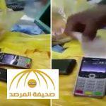 بالفيديو : مواطن يكشف كيف يمكن للبائع سحب أي مبلغ من بطاقة الصراف دون علم صاحبها