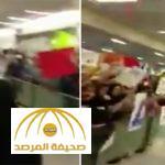 بالفيديو: مواطن بالزي السعودي يوثق ردة فعل الأمريكان لحظة وصوله هو وزوجته مطار واشنطن