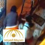 تقرير المستشفى صادم.. بالفيديو: أم تلقي رضيعها من أعلى درج بسبب مشاجرة