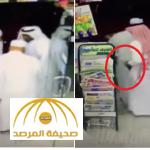 """بالفديو :سرقة """"مواطن"""" بأسلوب جديد من قبل تشكيل عصابي بتخطيط محكم في جدة"""