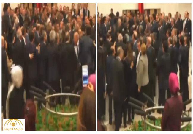بالفيديو..عراك في البرلمان التركي حول تعديل الدستور