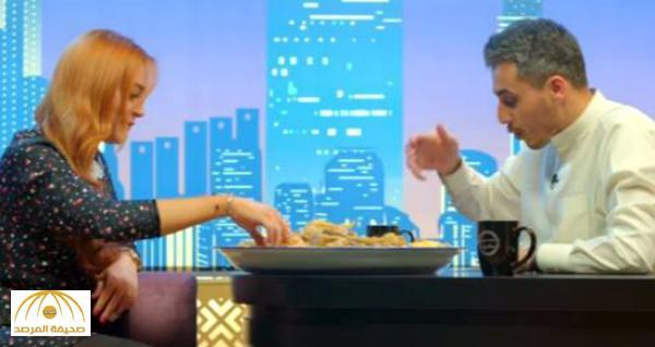 بالفيديو.  «ليندسي لوهان» تكشف حقيقة إسلامها .. وتأكل طبق «مجبوس لحم» على الطريقة الكويتية