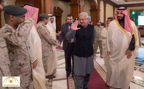 بالصور : ولي ولي العهد يجتمع بوزير الدفاع الباكستاني