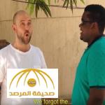 بالفيديو: شاهد..مخرج أمريكي يتقن اللهجة السودانية بطريقة نالت إعجاب المغردين!